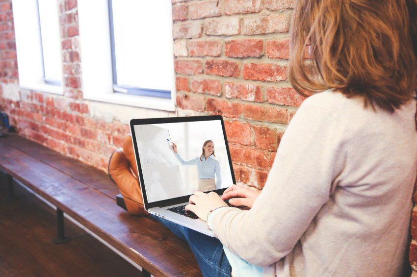 educación en línea es mejor que la tradicional